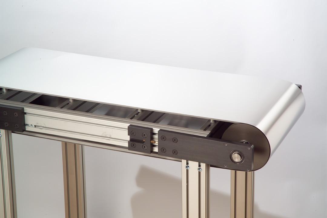 Stainless Steel Conveyor Belt Transports Sharp Metal Fragments