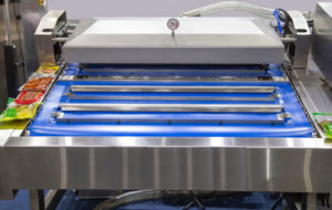 Automatic heat sealing vacuum packaging machine for food packaging